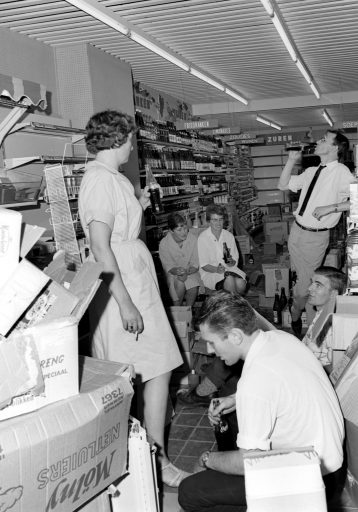 Afbeelding #002 voor het verhaal De opening van twee A&O-Supers in Middelburg, juli 1966