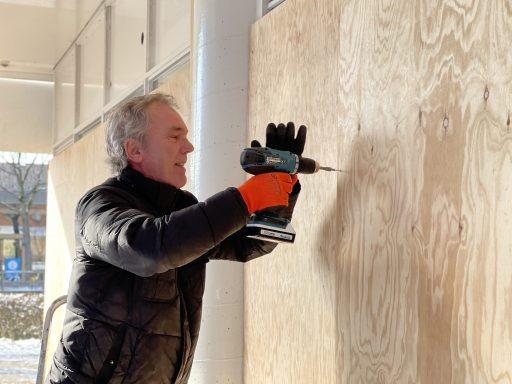 Afbeelding #002 voor het verhaal Een strop minder: Bouwbedrijf Joziasse koopt houten platen ondernemers Geeregebied