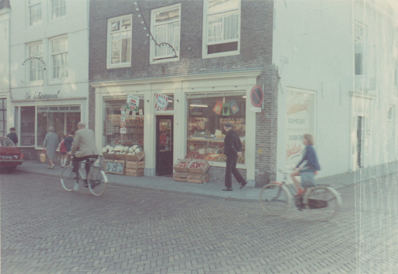 Afbeelding #008 voor het verhaal Middelburgse Winkelgeschiedenis: Groenten- en Fruithandel W. Verstraate in de Langeviele