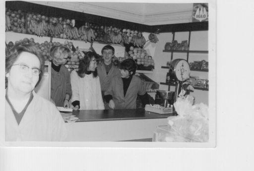 Afbeelding #009 voor het verhaal Middelburgse Winkelgeschiedenis: Groenten- en Fruithandel W. Verstraate in de Langeviele