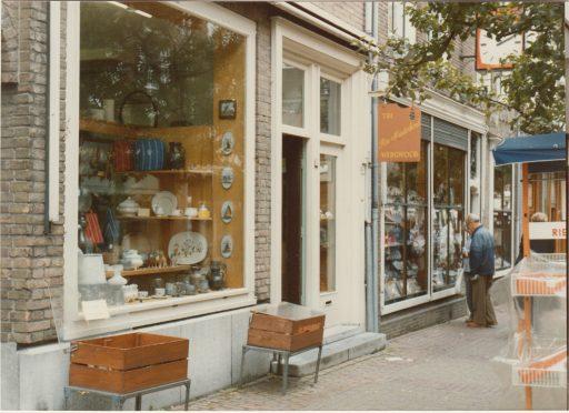Afbeelding #027 voor het verhaal Middelburgse winkelgeschiedenis: Rie Minderhoud aan de Nieuwe Burg (1944-1985)
