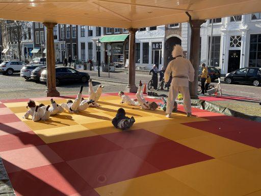 Afbeelding #001 voor het verhaal Van de nood een deugd maken: judo in de Graanbeurs in Middelburg