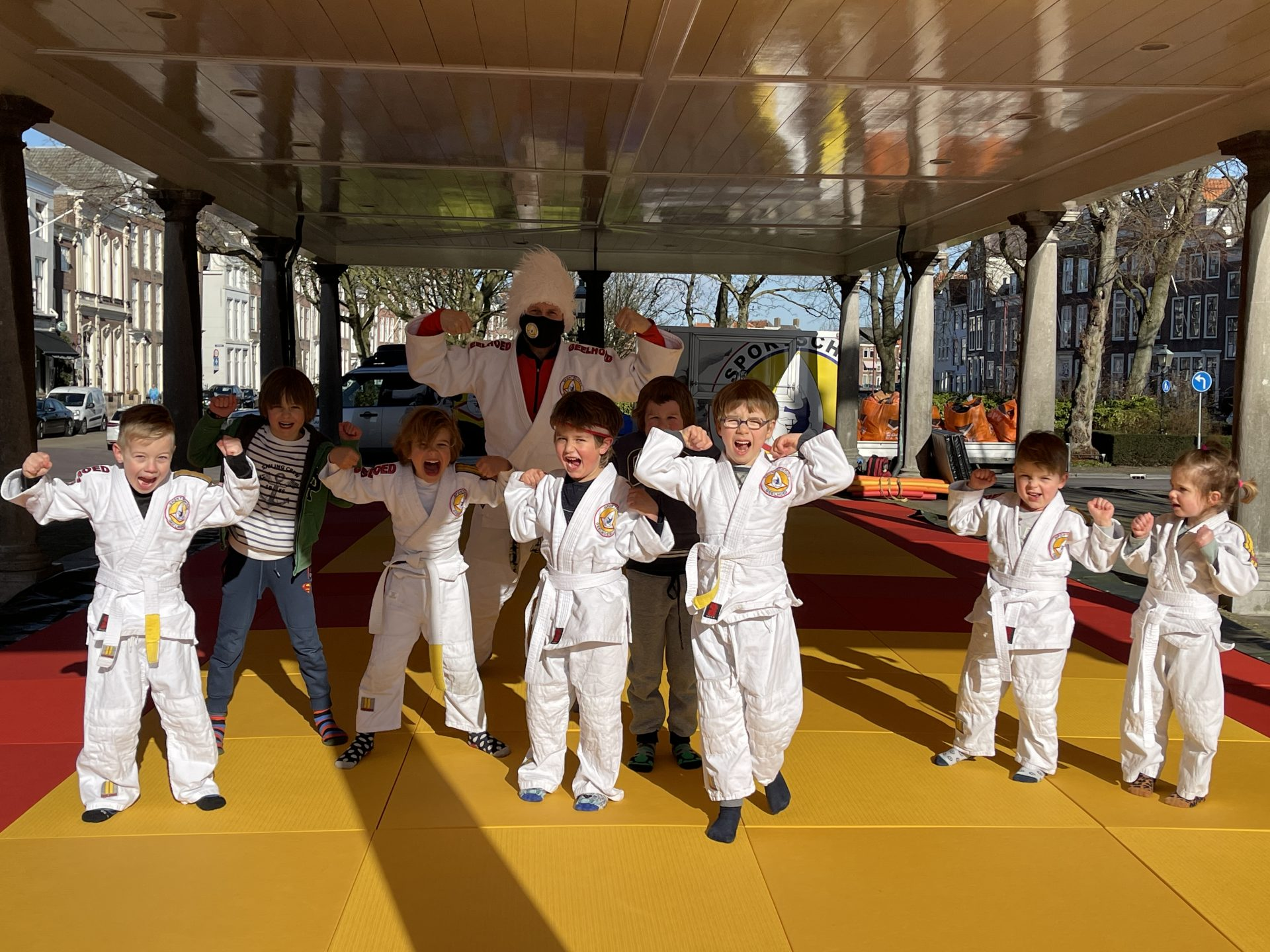 Afbeelding #002 voor het verhaal Van de nood een deugd maken: judo in de Graanbeurs in Middelburg