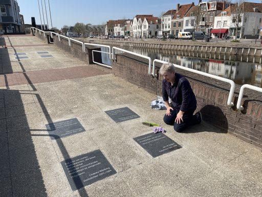 Afbeelding #001 voor het verhaal Tegelgedichten Middelburg verhuisd van Koorkerkplein naar Kousteensedijk
