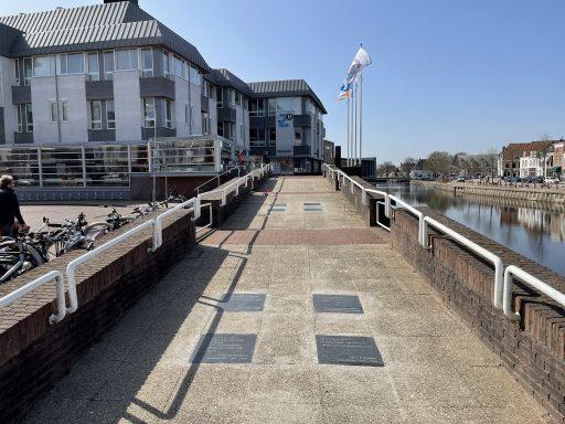 Afbeelding #002 voor het verhaal Tegelgedichten Middelburg verhuisd van Koorkerkplein naar Kousteensedijk