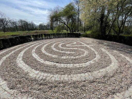Afbeelding #002 voor het verhaal Vele wendingen en gezichten: een nieuw labyrint in Park Toorenvliedt