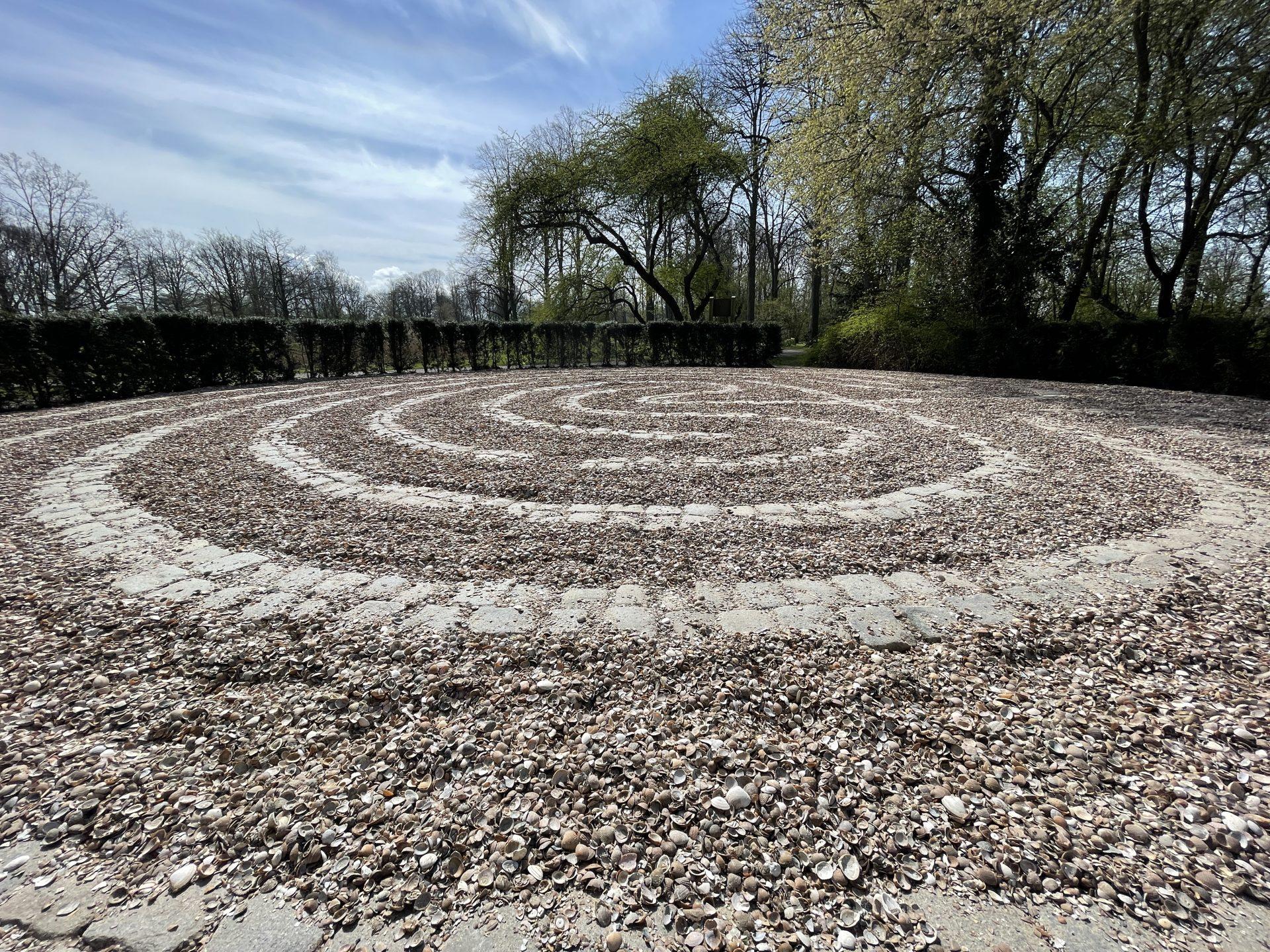 Afbeelding #003 voor het verhaal Vele wendingen en gezichten: een nieuw labyrint in Park Toorenvliedt