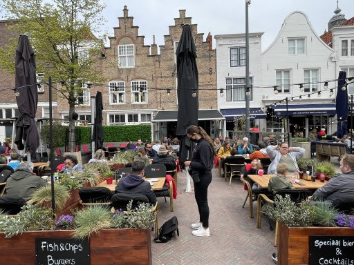 Afbeelding #014 voor het verhaal De Middelburgse terrassen zijn weer open!