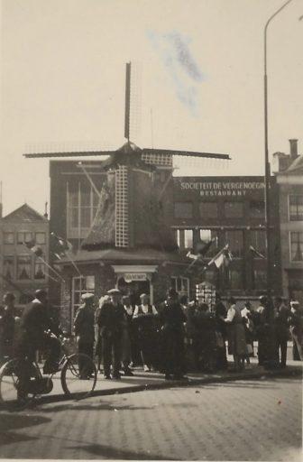 Afbeelding #002 voor het verhaal Over het molentje op de Markt in Middelburg, 1949-1953