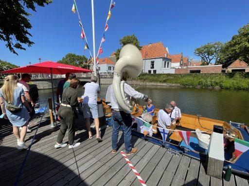 Afbeelding #000 voor het verhaal Er is weer hoop, er zit weer muziek in: Ol' Man Ron & Friends blazen Middelburg nieuw leven in