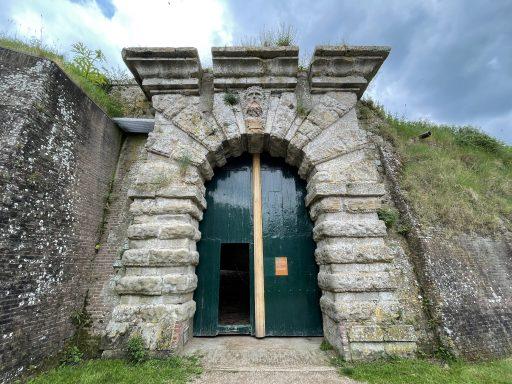 Afbeelding #018 voor het verhaal Zomer Sint Jan: een veldloge van La Compagnie Durable in Fort Rammekens