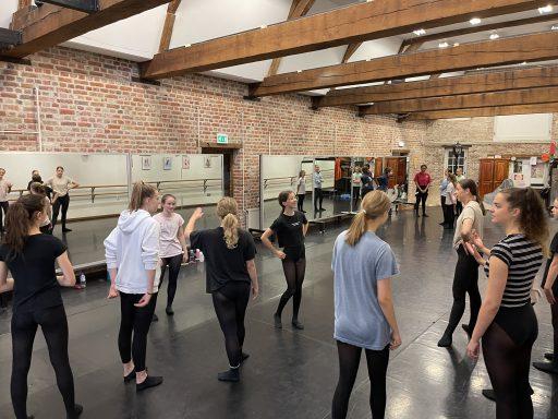 Afbeelding #002 voor het verhaal Balletschool Middelburg repeteert voor de voorstelling Narnia