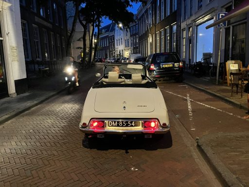 Afbeelding #012 voor het verhaal Een laat rondje Middelburg in een Citroën DS Cabrio