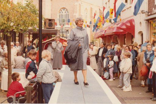 Afbeelding #002 voor het verhaal Modeshows op de Burgpromenade, oktober 1985
