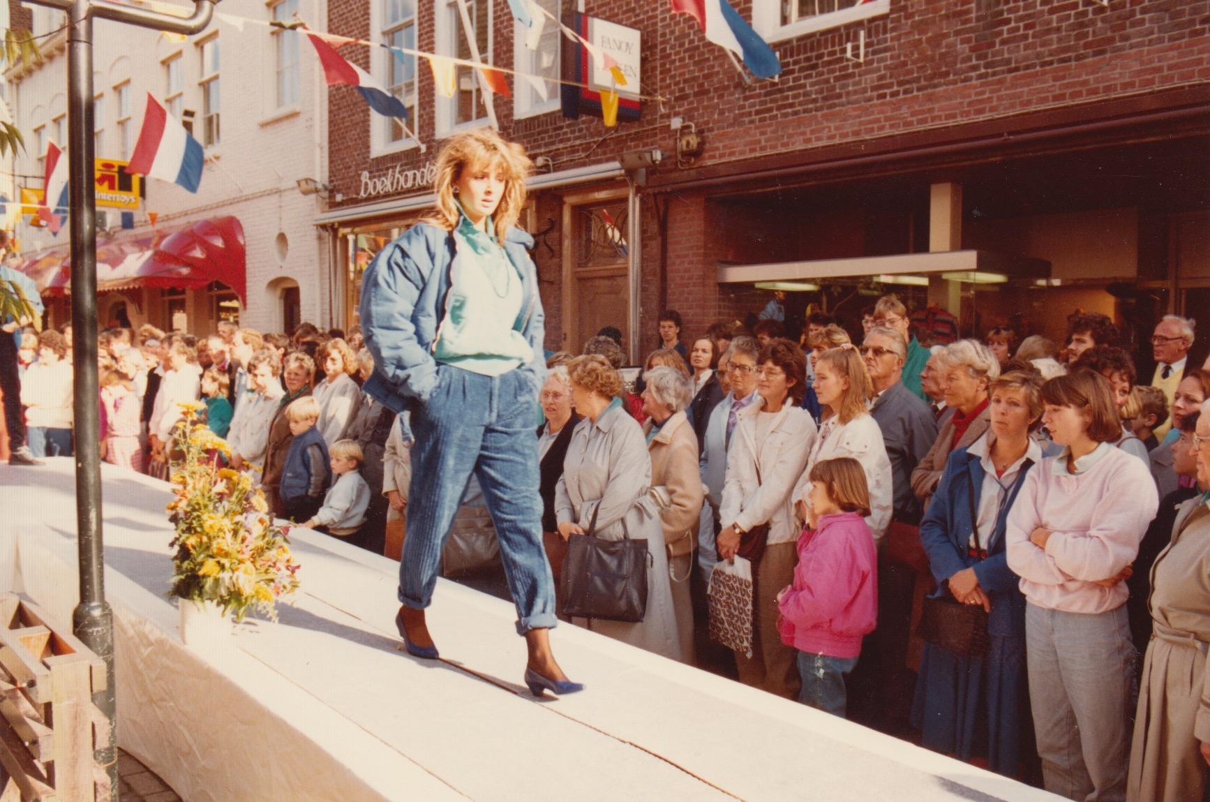 Afbeelding #014 voor het verhaal Modeshows op de Burgpromenade, oktober 1985