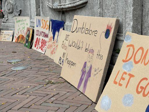Afbeelding #000 voor het verhaal Waarom de SDG-vlag vandaag ook in Middelburg wappert