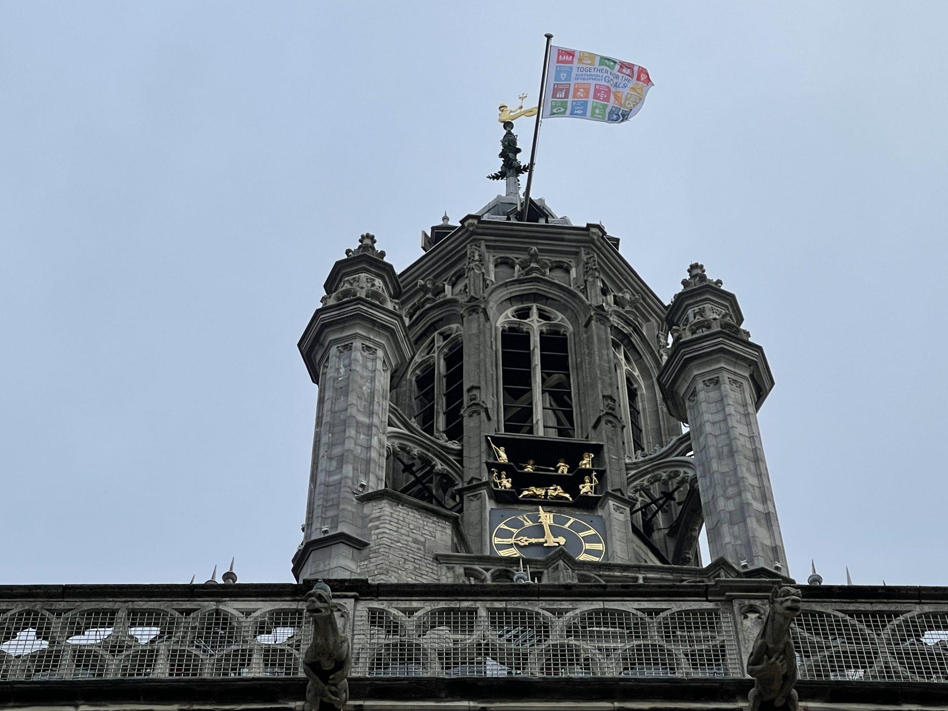 Afbeelding #007 voor het verhaal Waarom de SDG-vlag vandaag ook in Middelburg wappert