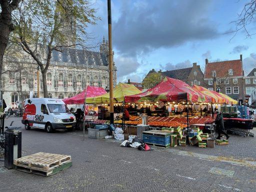 Afbeelding #003 voor het verhaal Weekmarkt Middelburg: present ondanks de storm